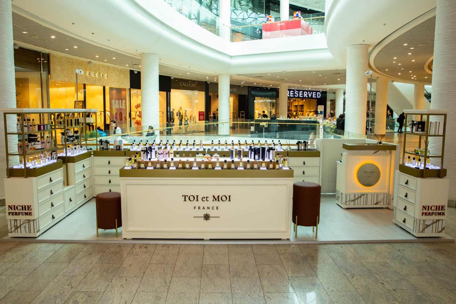 Фірмовий магазин корнер TOI et MOI в ТРЦ Ocean Plaza