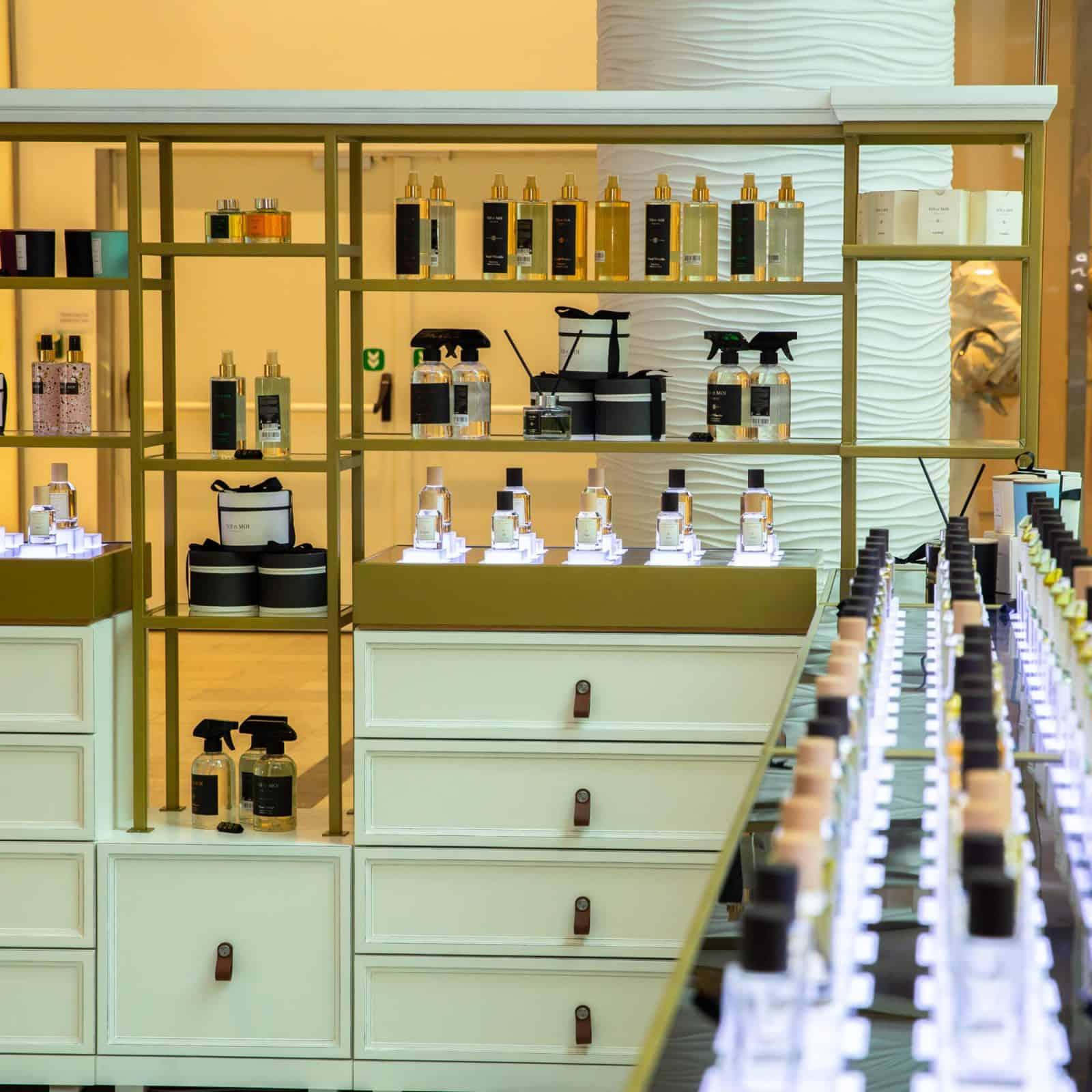 Магазин парфумерії корнер TOI et MOI в ТРЦ Ocean Plaza